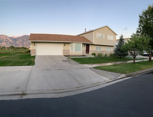 Provo 4 bedroom 3 bathrooms country living home