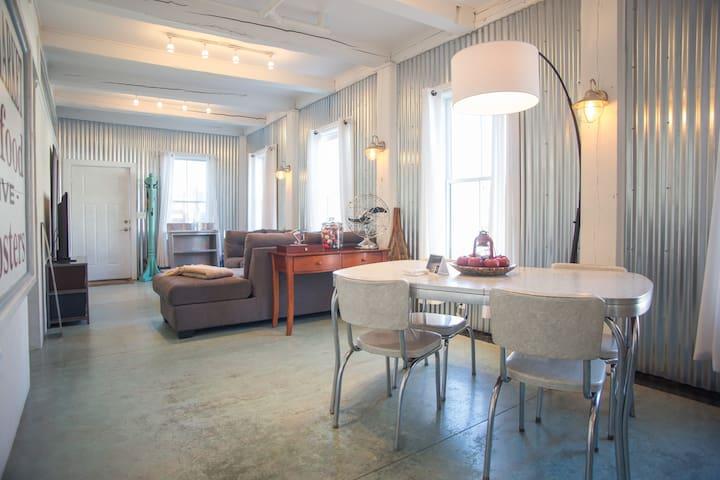 InTown Lux Riverside loft, SpaShower, HtdFloors