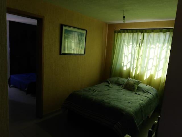 Se renta espacio con cama en bonito departamento