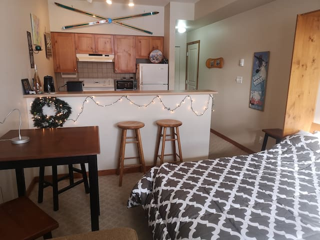 Cinnamon Sweet, Pet friendly, Ski in/ski out!