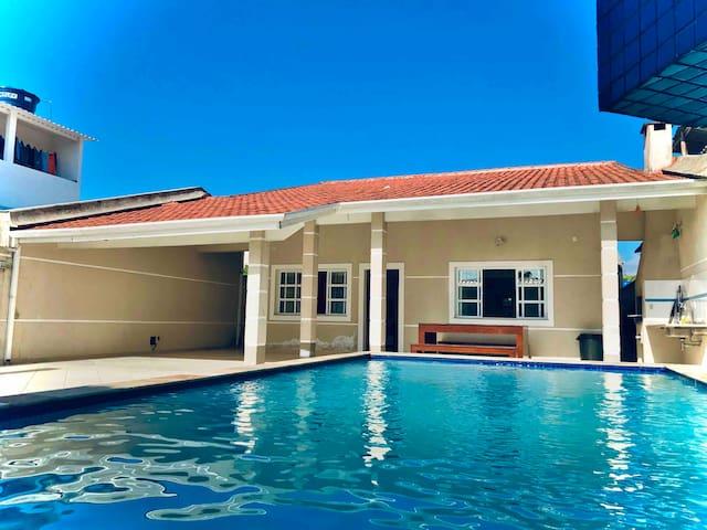 Casa com piscina e churrasqueira - Indaiá Bertioga