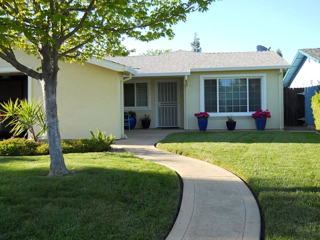 PARADISE! Backyard Oasis - Citrus Heights - Dom