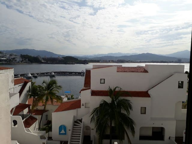 Puerto Las Hadas, 457