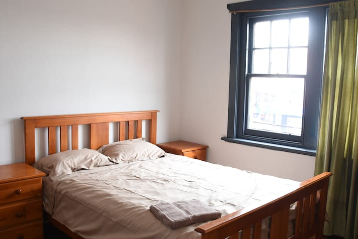 Air conditioned big room, tram/park/shops nearby
