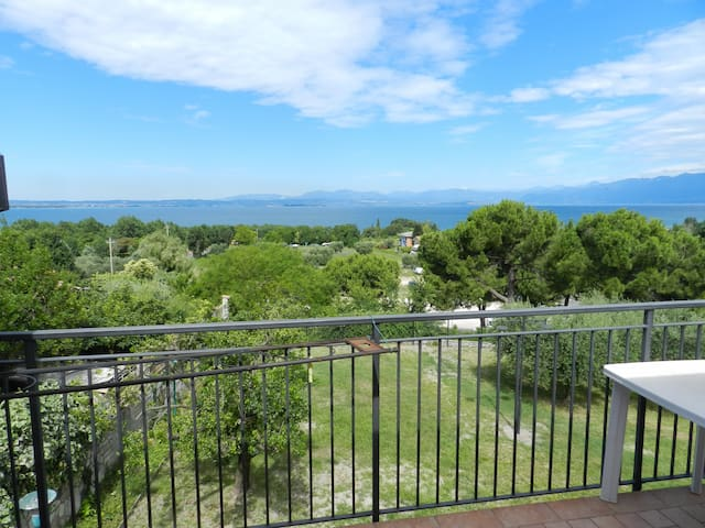 EDEN 2 LAZISE - apartment with wi-fi and a/c