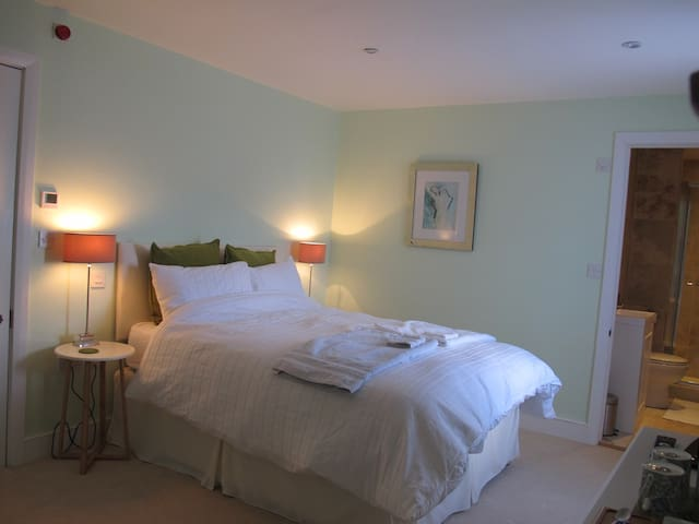 East Knoyle B&B - Room 2 - East Knoyle - Bed & Breakfast
