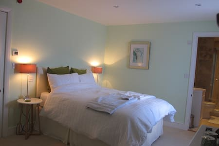 East Knoyle B&B - Room 2 - East Knoyle