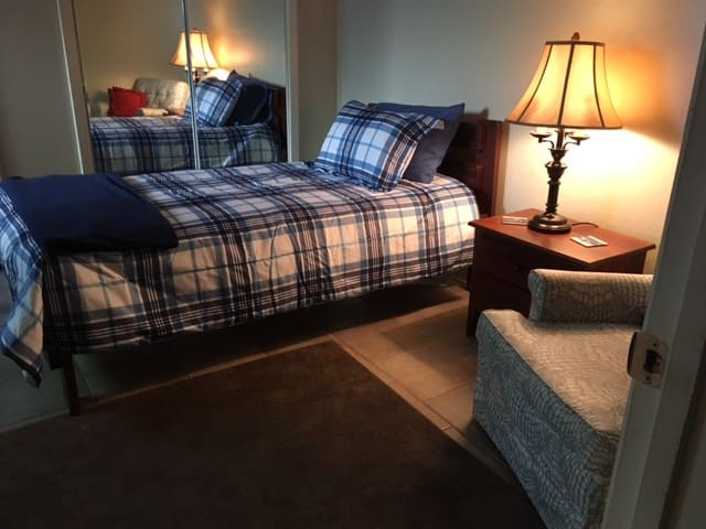 COZY PRIVATE TWIN BED, SHARED BATH - Memphis - Kondominium