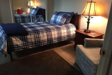 COZY PRIVATE TWIN BED, SHARED BATH - Memphis - Lejlighedskompleks