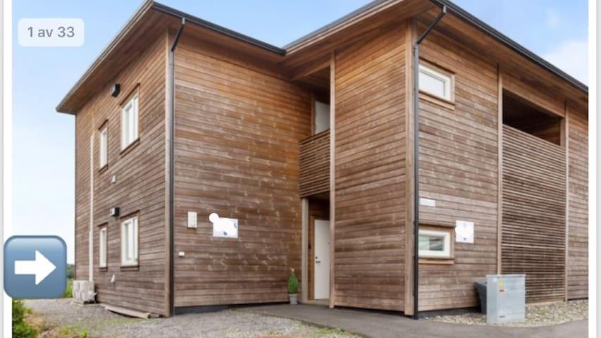 Lys, fin og moderne leilighet på Ravnanger