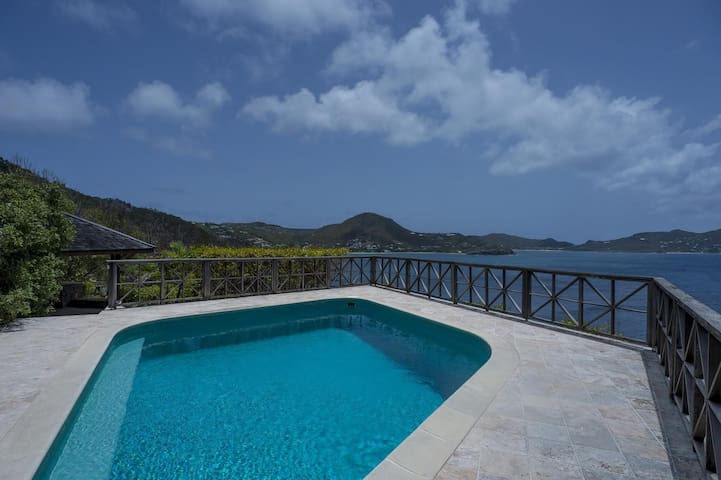 Private Pool, Ocean Views, Sunbeds and Stone Walls, Hammocks, Gazebo, Free Wifi, AC