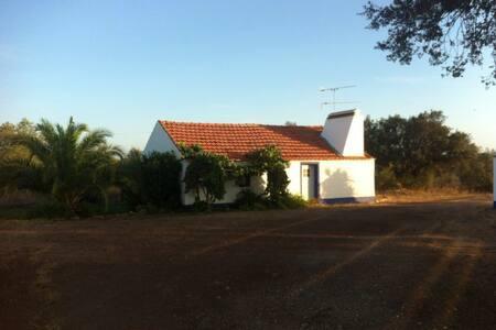 Latada House, charming and cosy - Montemor-o-novo - 小木屋