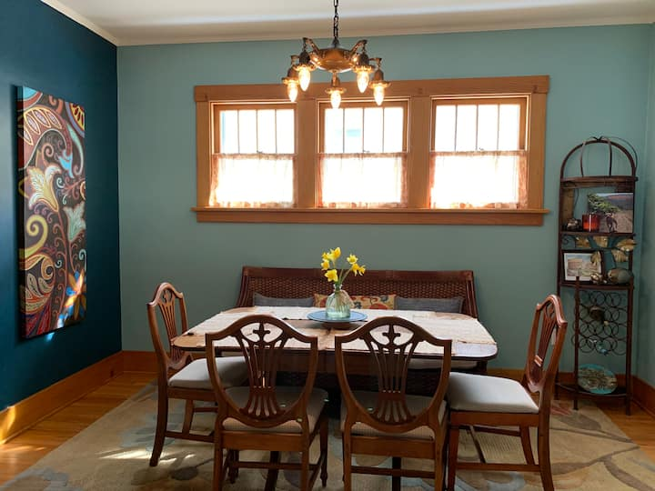 43DAV: A Restored Midtown Bungalow Near UNMC