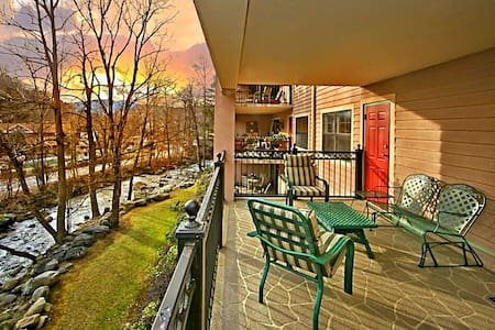 SPIRIT of the SMOKY MOUNTAINS LUXURY 2br/2ba condo