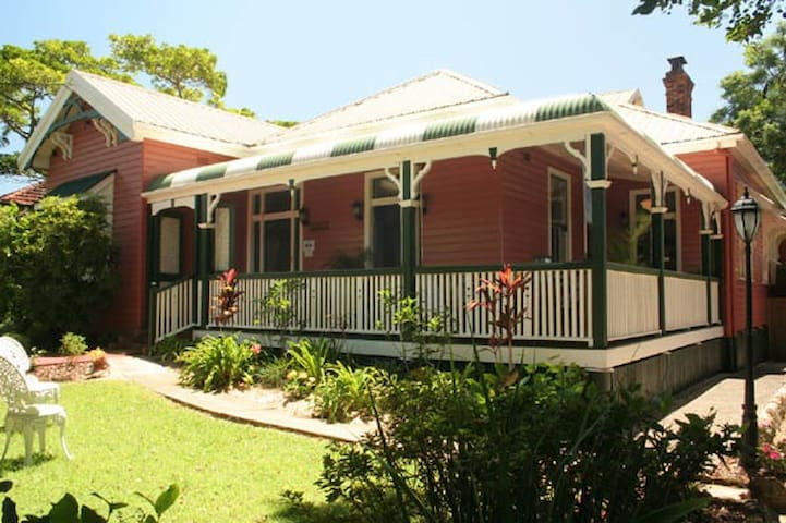 BUNKHOUSE in Main St of Maleny
