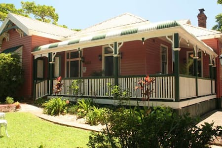 BUNKHOUSE in Main St of Maleny - Maleny - Bed & Breakfast