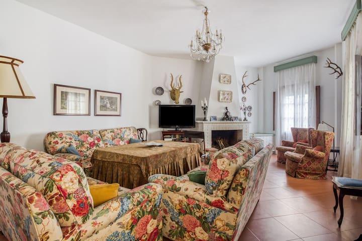 Leuk vakantiehuis in Higuera de la Sierra met terras