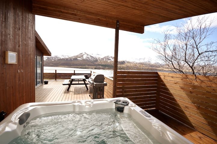 Modern luxury cabin with an amazing lake view