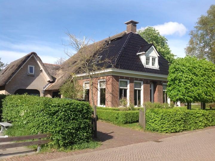 Luxe rietgedekte woonboerderij.
