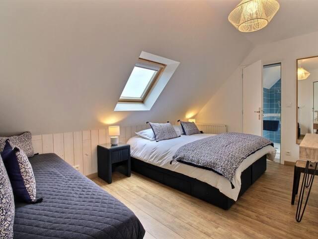 Isophonic room of comfort for 3 people.