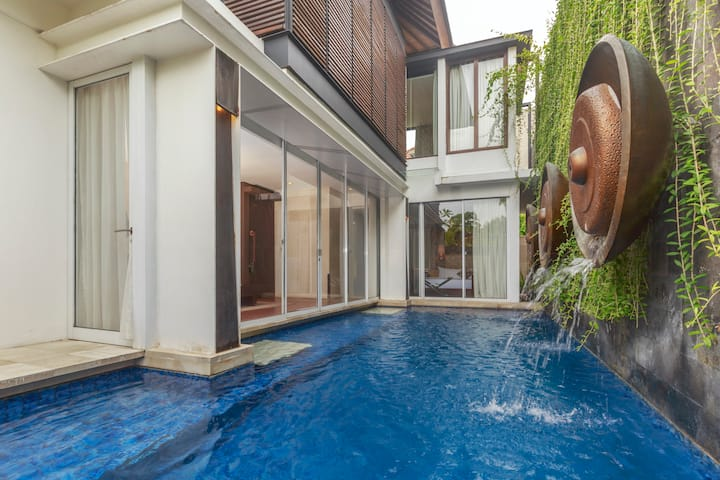 Modern Residence with a Pool in Central Sanur
