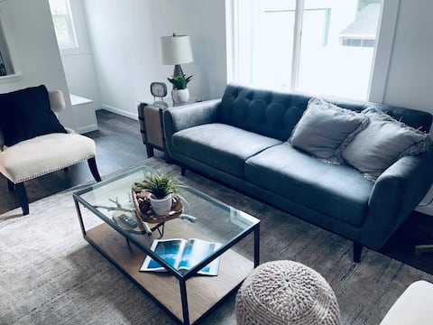 Newly Remodeled Clean & Cozy 2 Bedroom Condo