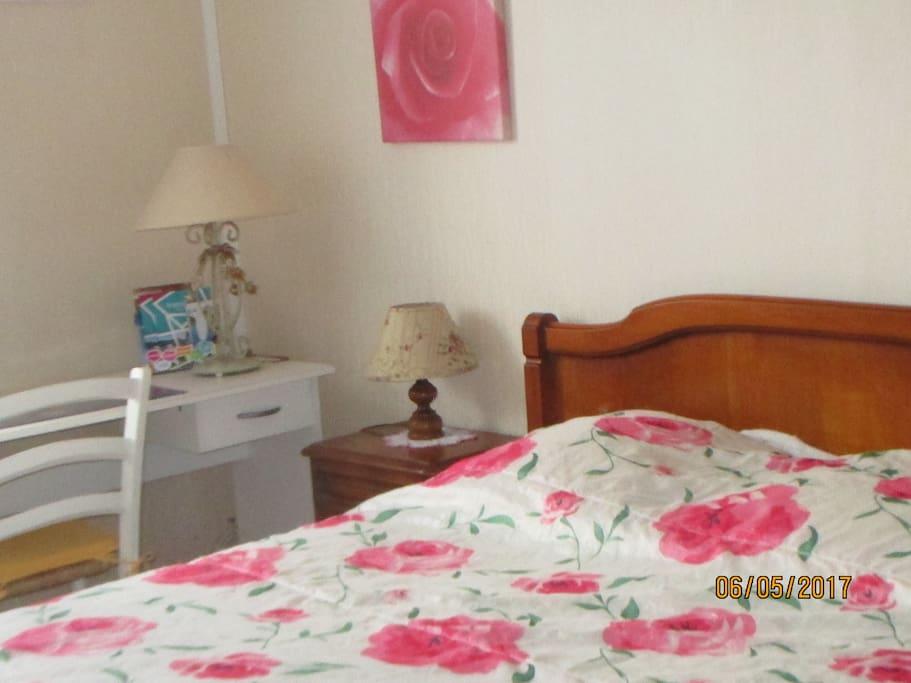chambre et table d 39 h te maisons louer puymoyen nouvelle aquitaine france. Black Bedroom Furniture Sets. Home Design Ideas