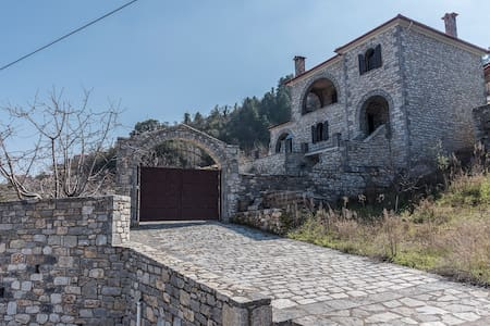 Stone mansion Anavriti - Anavryti - Dom