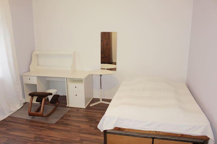 Schönes helles Zimmer in Mannheim - Mannheim - Hus