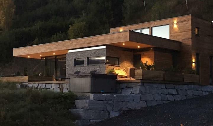 Flott arkitekttegnet fritidsbolig