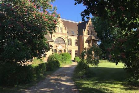 FeWo Gelbe Burg im Natur-Schloss Tornow