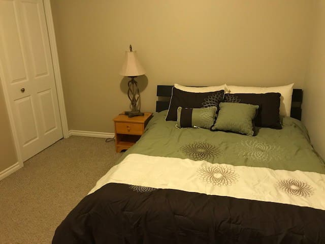 Room 2 of 2 in Vermilion Home