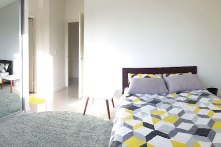 Clean and comfortable Bedroom+private bathroom