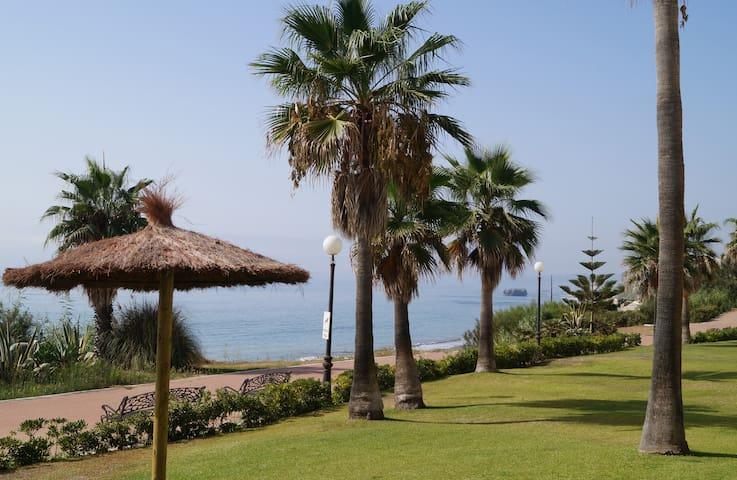 Costa del Sol primera linea WIFI - Estepona - Apartment