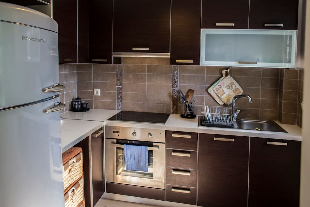 The kitchen is fully equipped with modern appliances. It includes an electrical oven, fridge/freezer, coffeemaker and all basic utensils.