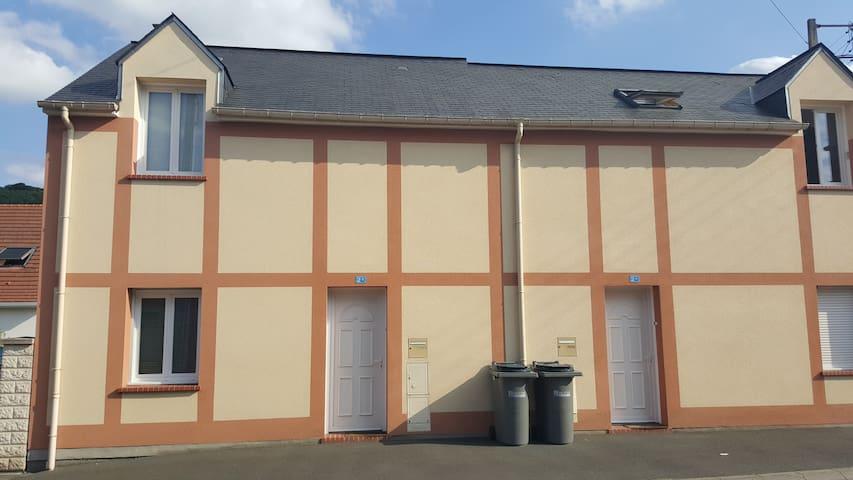 Maison de ville contemporaine de 2009 avec cours - Malaunay - Apartemen