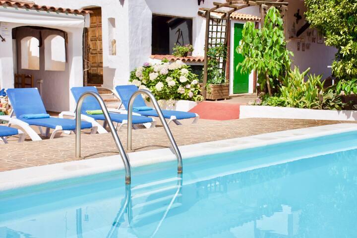 Villa Rosa w/Private Pool, Billiard, Sat Tv, WiFi