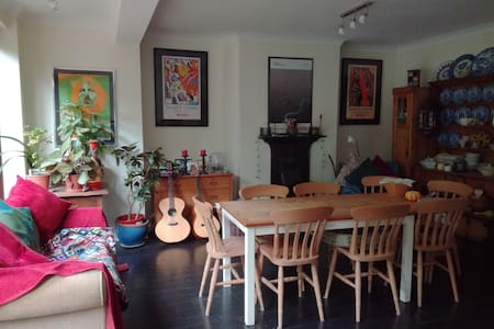 Super Double Bedroom, private shower room, Bromley - 布罗姆利