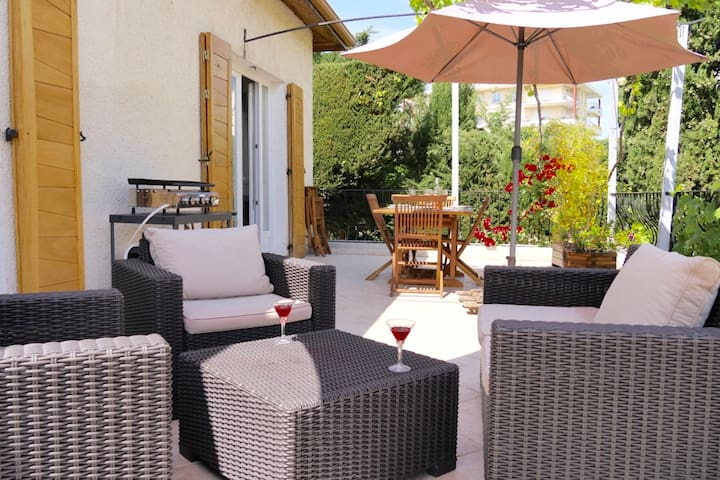 Charming house in Antibes with Garden and Pool - Antibes - House