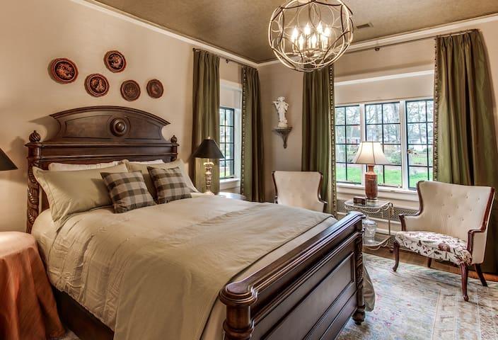 Historic Julian Price House - Cardinal Suite