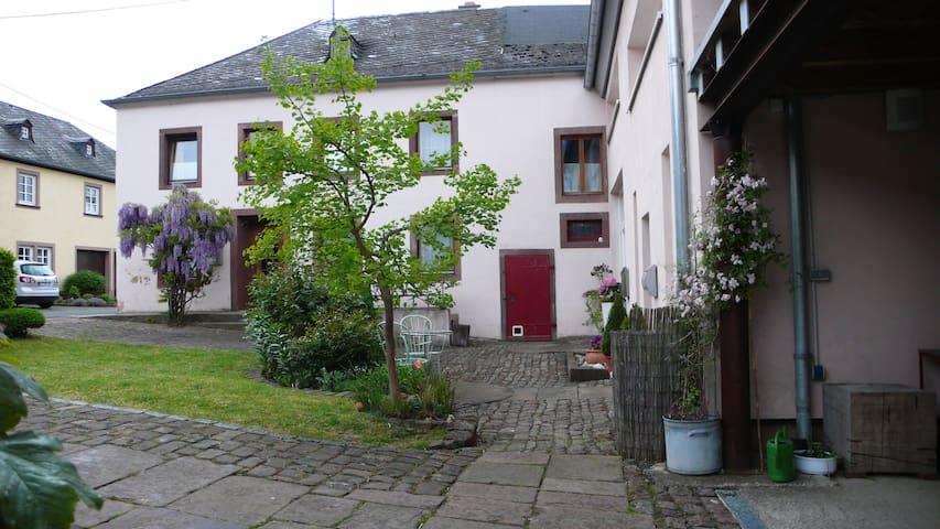 1-2 Zimmer im od. ganzes Bauernhaus, Landhausstyle - Hosten - Rumah
