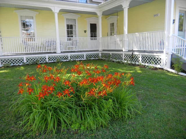 Spencer House Lodging and Gallery - Saint Johnsbury - Bed & Breakfast