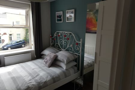 Bijou room in Totterdown close to Temple Meads