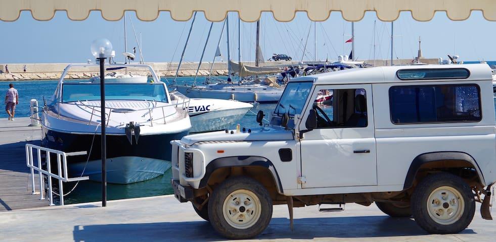 Der malerische Hafen von Villanova