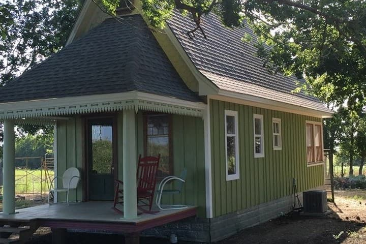 """Sweet Home""  is a Delightful  Cottage  Near A&M"