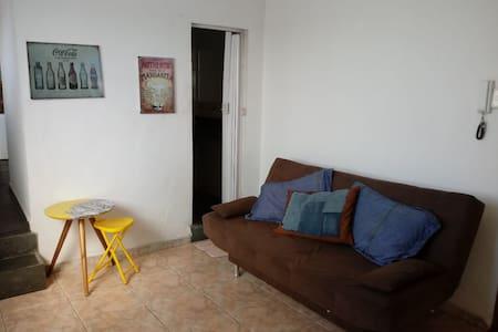 Apartamento Inteiro - Quarto, Sala, Cozinha e Banh