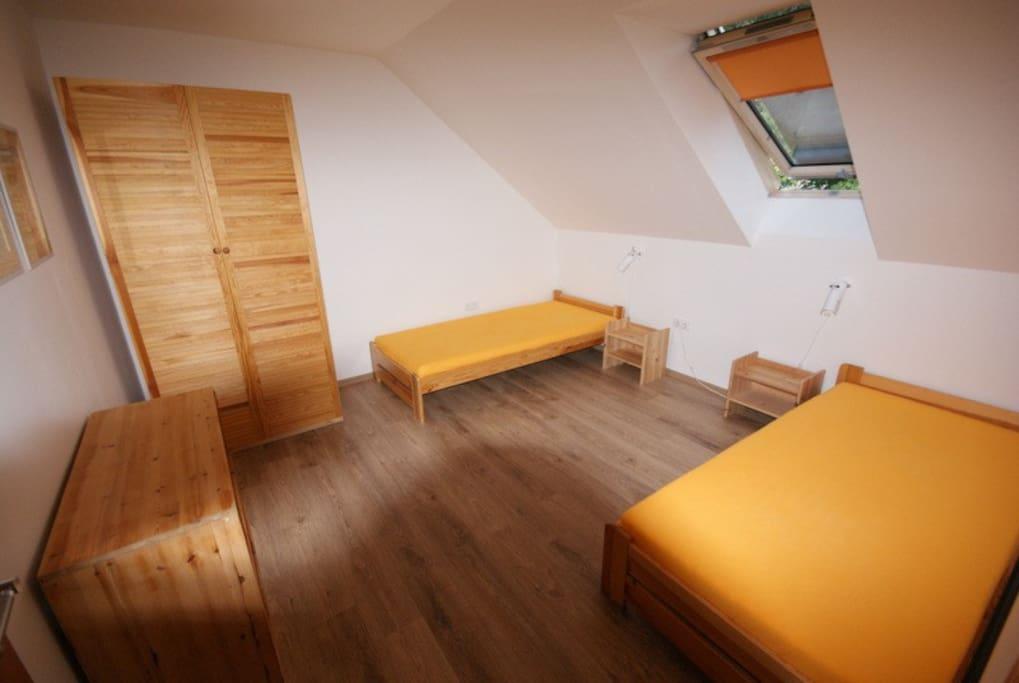 Ložnice pravá - bedroom