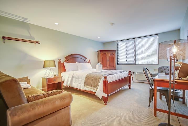King Suite - Pine Lodge