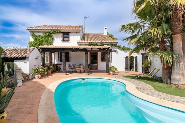 Encantadora casa con piscina privada y chimenea