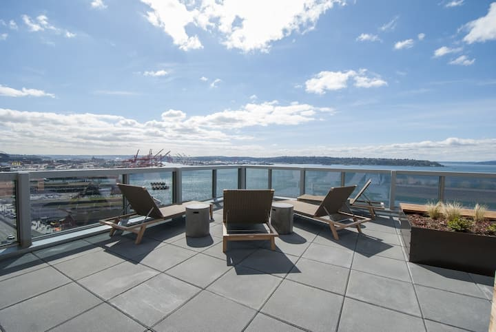Waterfront | PkePlace | SuperClean 1BR w WaterView